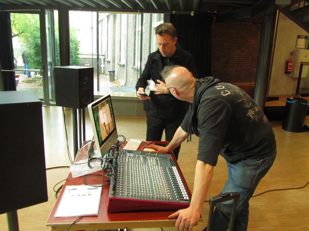 rene vervoorn and thomas bank setting up the mobile studio